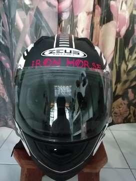 Zeus Helm GP 811