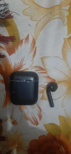 Orignal Apple airpods for sale only lift side pod condition 8/10