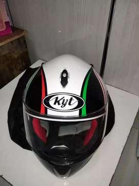 Helm Full face KYT