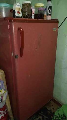 In working condition 170 litr no maintainance godrej fridge