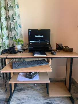 Laptop table workstation