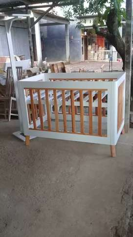 Tempat tidur bayi/box bayi