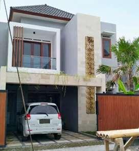 Murah!! Butuh terjual cepat!! Rumah dua lantai style villa jalan lebar