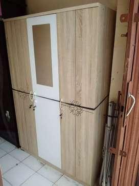 Lemari pakaian minimalist 3 pintu BARU