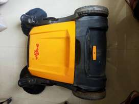 karcher - Manual Sweeping Machine in 17000 only