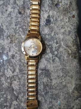 Golden water resistance watch want to sale