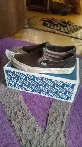 Sepatu vans og black white