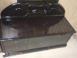 Brand new dressing table only rs 4500 new price 20000 bilkul new condi