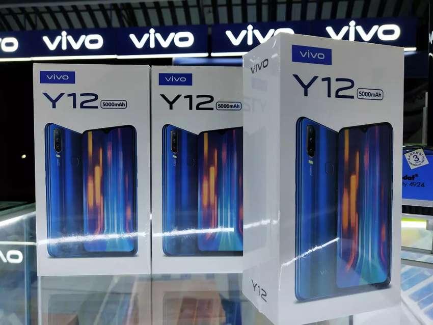 Vivo Y12 32GB burgundy red - aqua blue 0