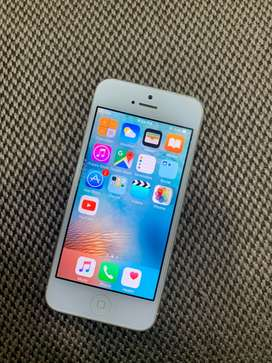 Apple iPhone 5s 16GB - Silver Colour Very Good Condition with Bill