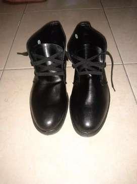 Sepatu pantofel bisa untuk (Security)
