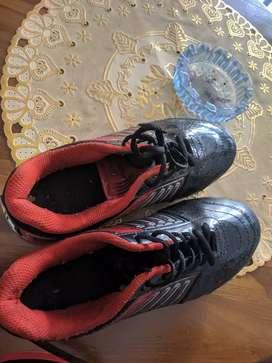 Sepatu futsal Kuat