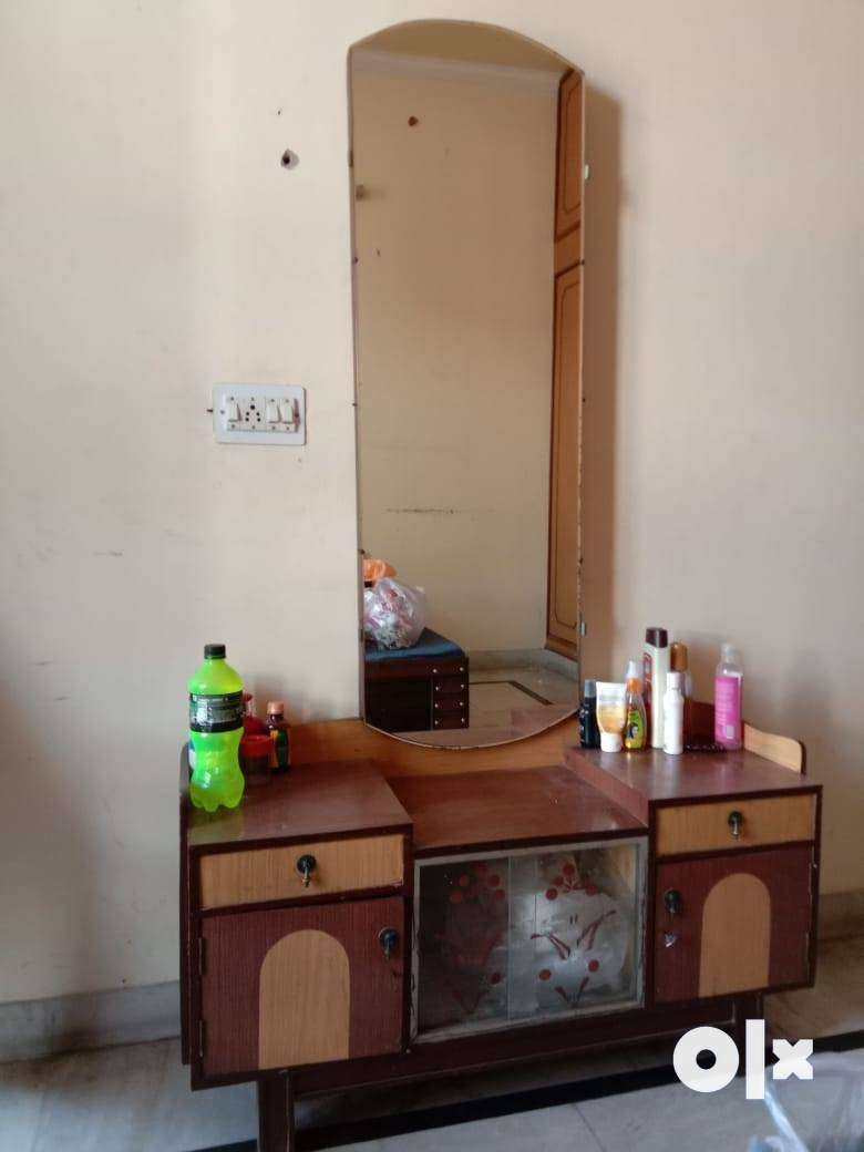 Dressing table in good condition 0