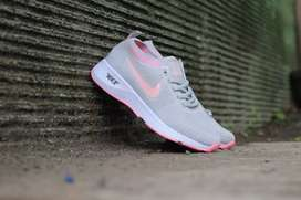 Sepatu Wanita Nike Zoom