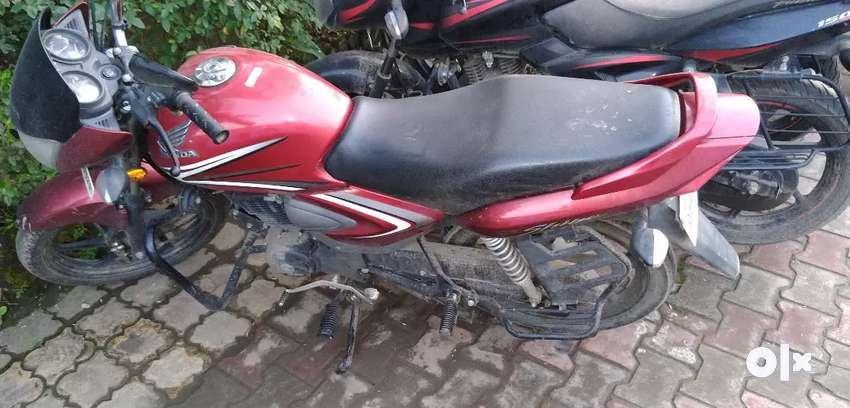 Honda CB Shine in Red colour 0