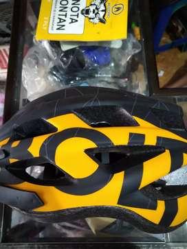 Helm Sepeda Bolt