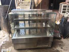 Manufacturer of Stainless steel display counter 4 Feet