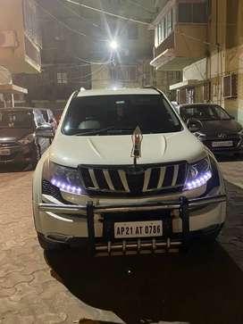 XUV 500 (W8)
