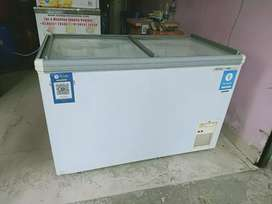 Shop icecream refri . This product is in good condition,3 year old