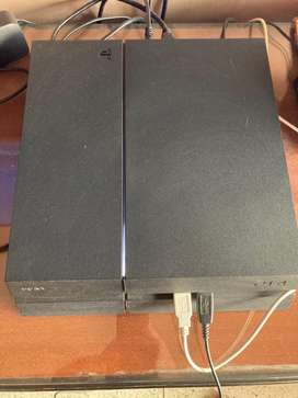 Ps4 500GB in good working condition comes with one game