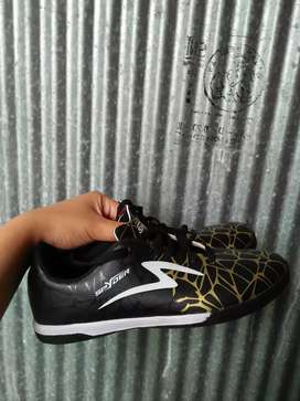Sepatu futsal uk 37