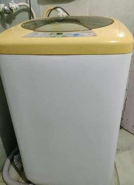 Hair washing machine