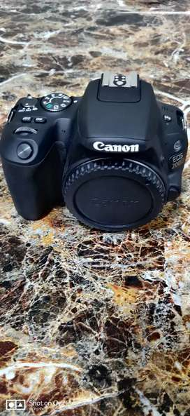 CANON 200D WITH KIT LENS (18-55) AND 55-250 LENS WITH BILL BOX