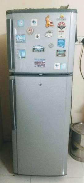 Samsung refrigerator model RT29BDPS1/XTL, 5 years, frost free