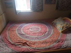 Double bed 5×6.5 ft.