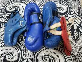 Boxing gloves 2 pairs 2 head gaurds RAXON