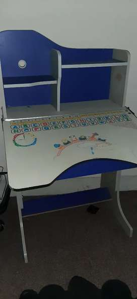 Study table & Chair( Excellent Condition)