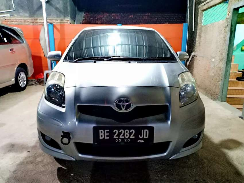 Toyota Yaris E Upgrade Tahun 2010 M/T Manual Istimewah 0