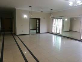 1 bed big size apprtmnt for sale in Bahria town phase 4