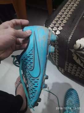 Nike magista sky blue football shoes size - 8