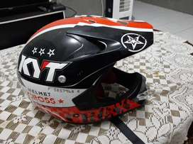 Helm kyt model cross