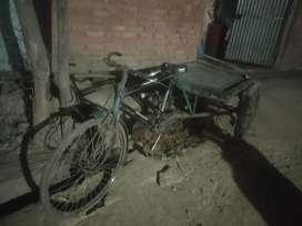 रिक्शा है माल लाने ले जाने को अच्छा साधन