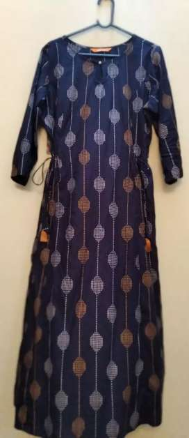 Branded Kurtis costs 1400rs selling for 799 rs