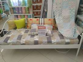 Day Bed White with matres