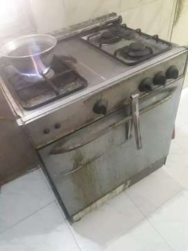 Oven  gas full steel  body good  running condition  reasonab for  sale