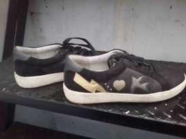 Bismillah dijual cepar sepatu Nine West Original ukuran 39/40