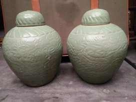 Guci celadon antik motif naga