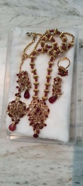 Red and maroon stone studded necklace set