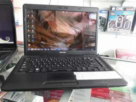 Laptop Toshiba core i3