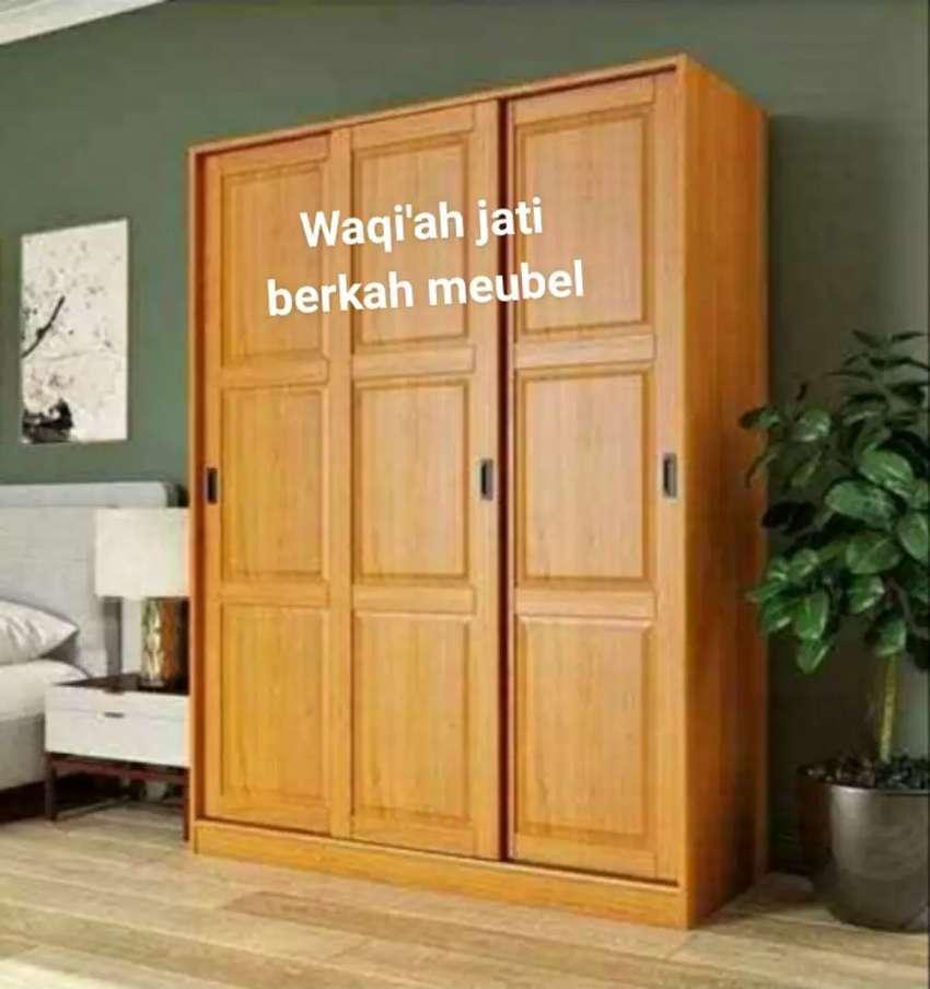 Lemari pakaian minimalis mewah,pintu 3, geser,bahan kayu jati tua asli
