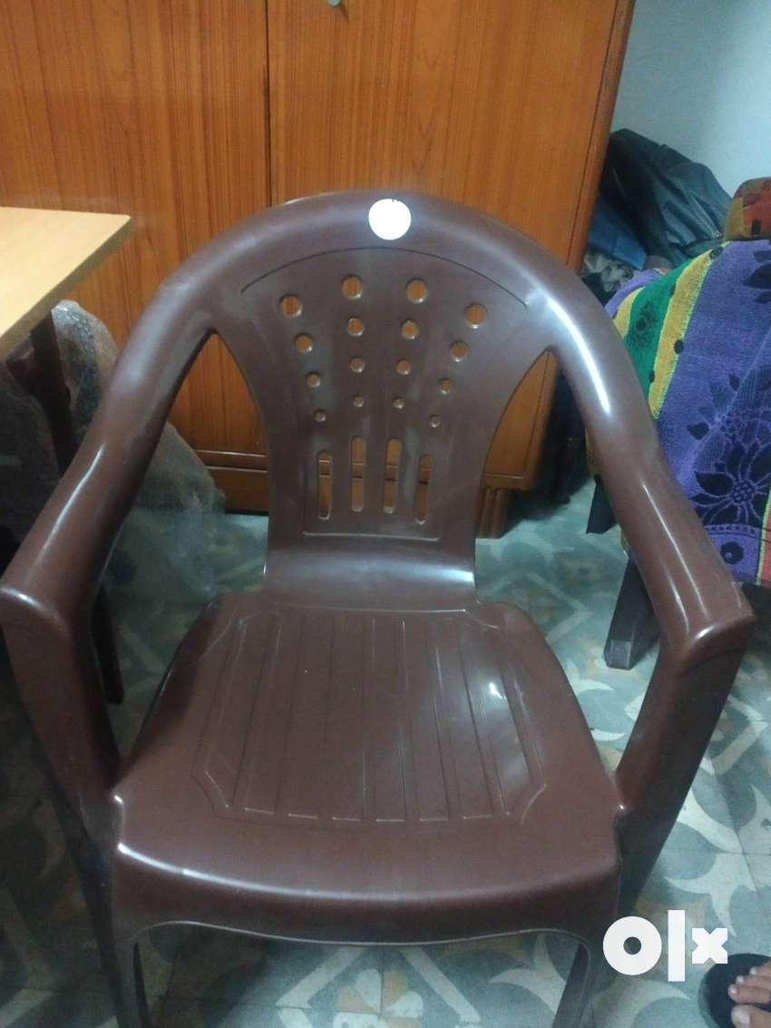 Table and chair 0
