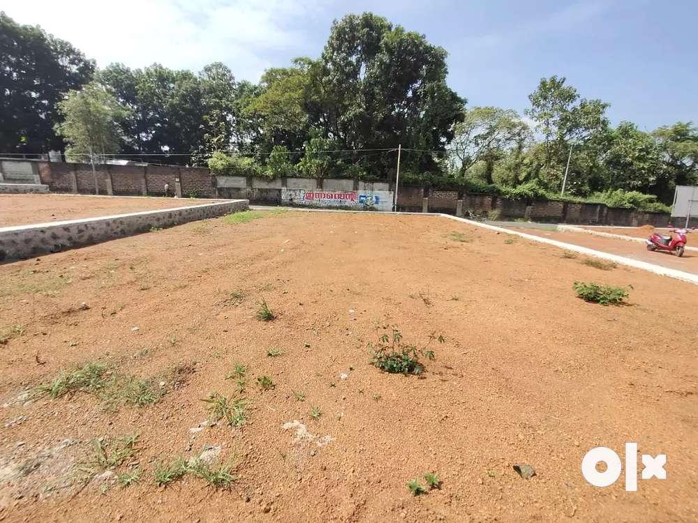 6 cnt..7 cnt land for sale in choondy near rajagiri hospital