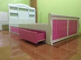 Tempat tidur laci putih pink cantik