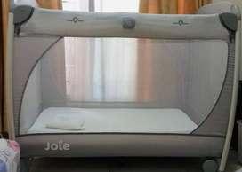 Tempat tidur bayi (travel cot) plus matras latex dan bantal bayi