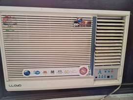 Windiw airconditioner, excellent condition, minimally used, 1.5 T,