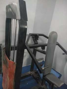 Shoulder press machinne